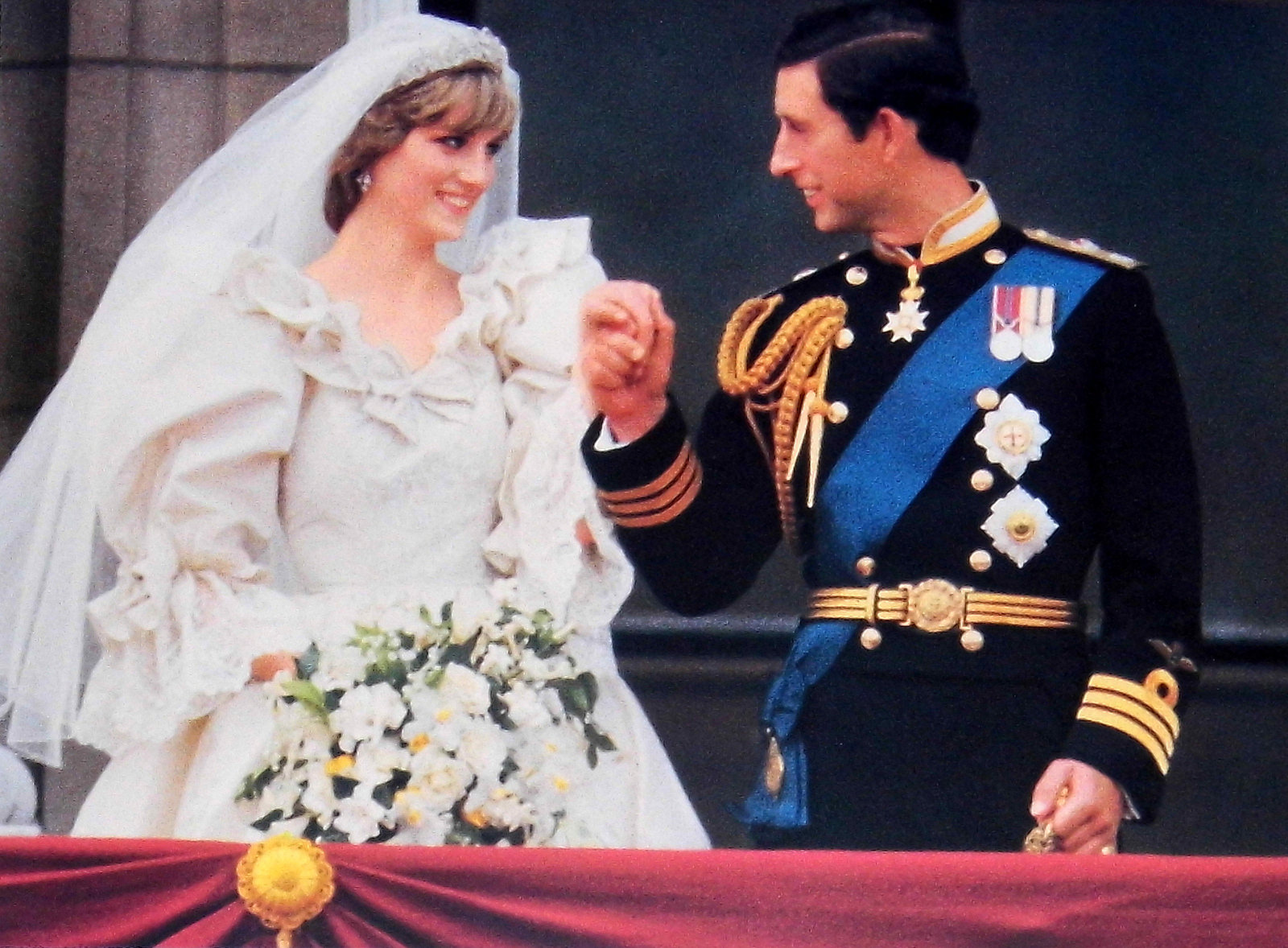 Five pieces of cake from different Royal Weddings to go on
