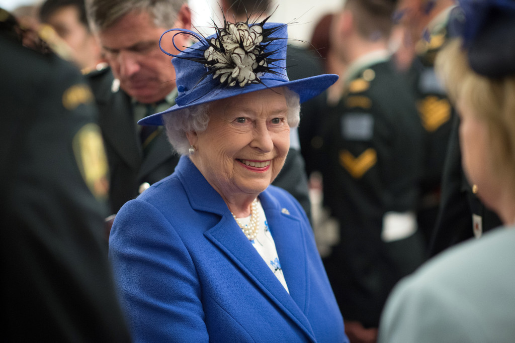 A Day In The Life Of The Queen Her Daily Routine The