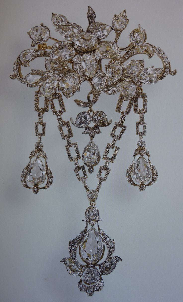 Diamond Database The Queen S Brooches The Crown Chronicles