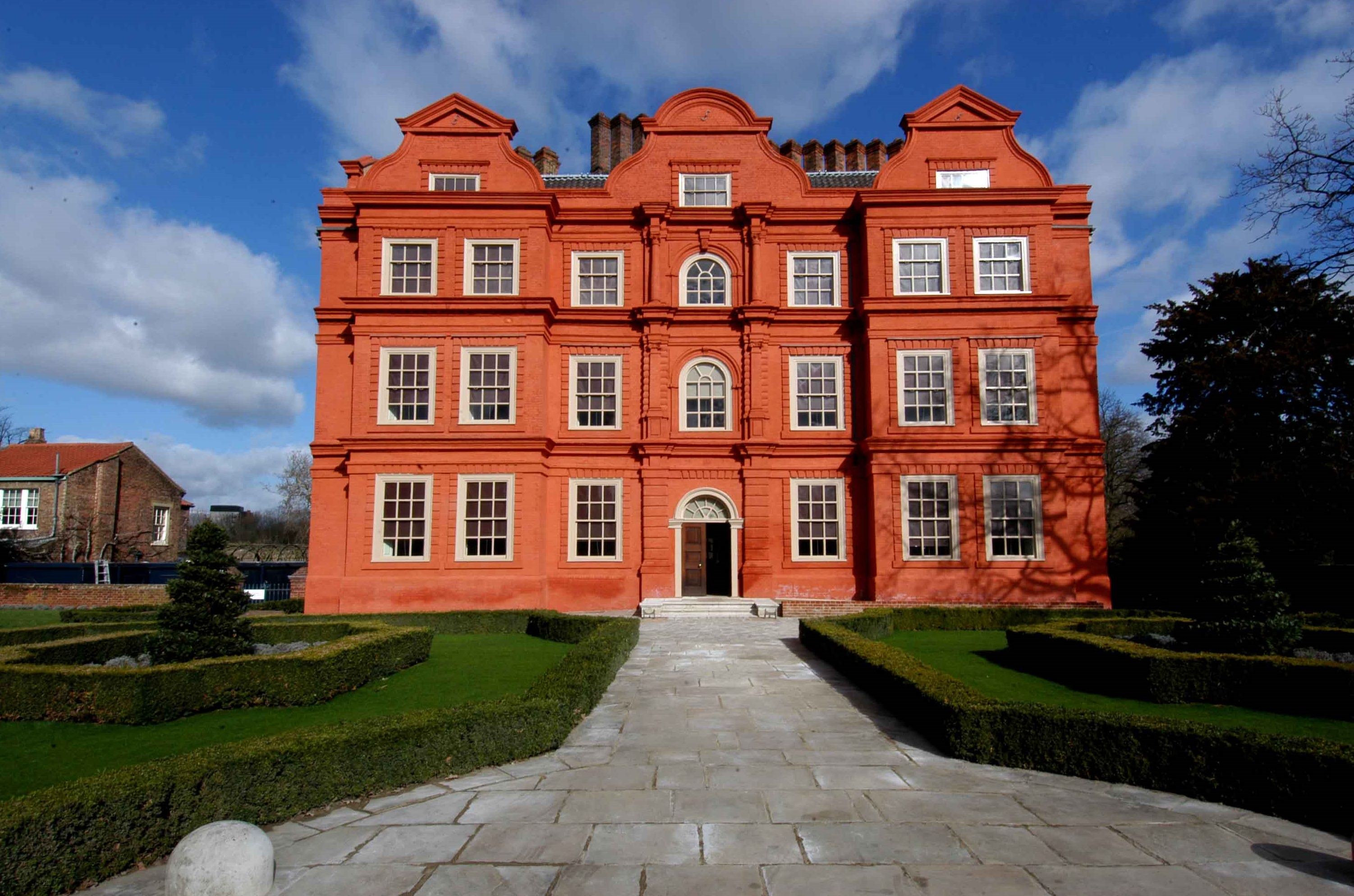 http://www.thecrownchronicles.co.uk/wp-content/uploads/2016/03/Kew-Palace-exterior.jpg
