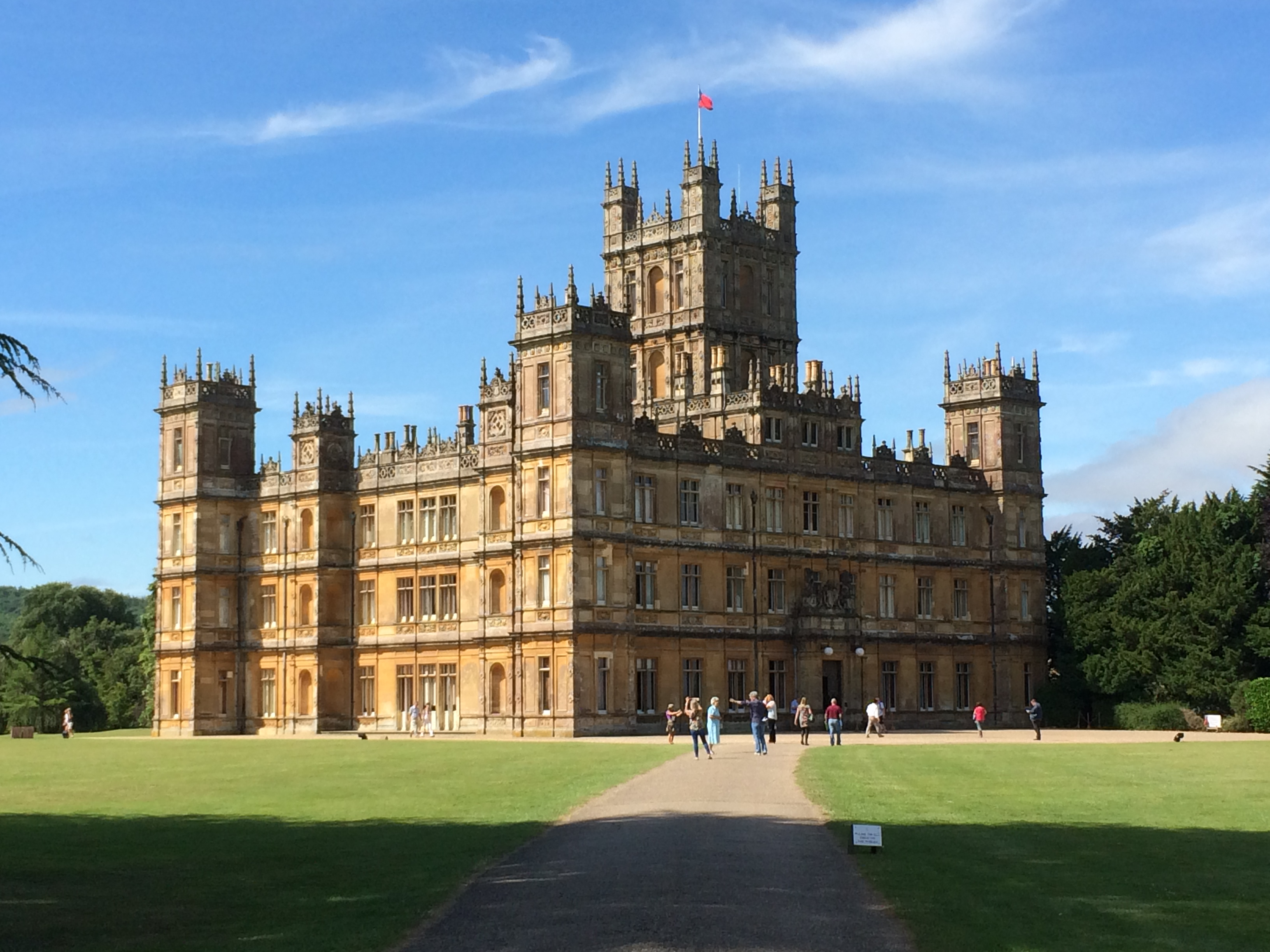 Lord Of The Manor Highclere Castle The Crown Chronicles